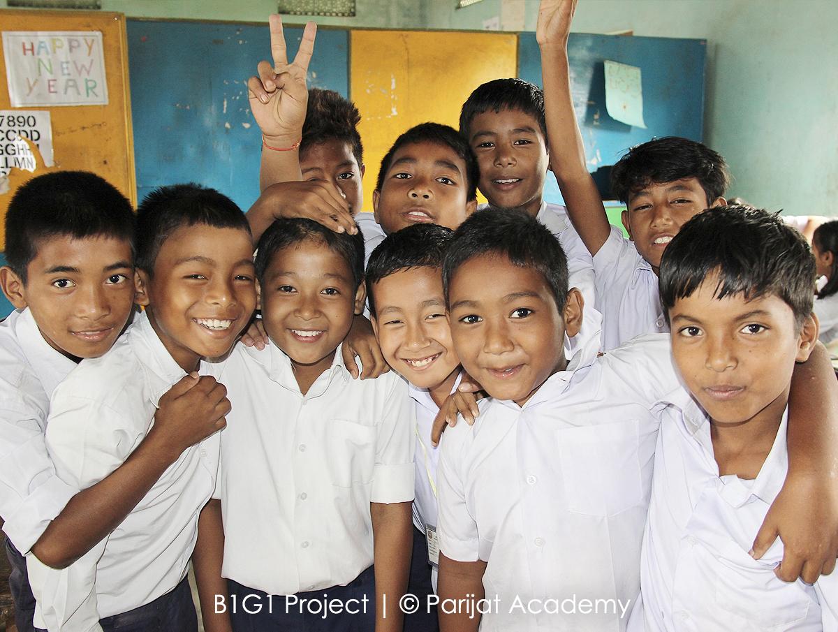 תרומה לקהילה ולעולם School Uniform