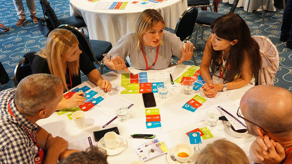 על המשתתפים להמציא רעיונות למוצרים\שירותים חדשים