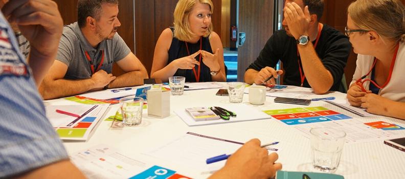 האם משחקים תחרותיים במקום העבודה תורמים לחיזוק שיתוף הפעולה?